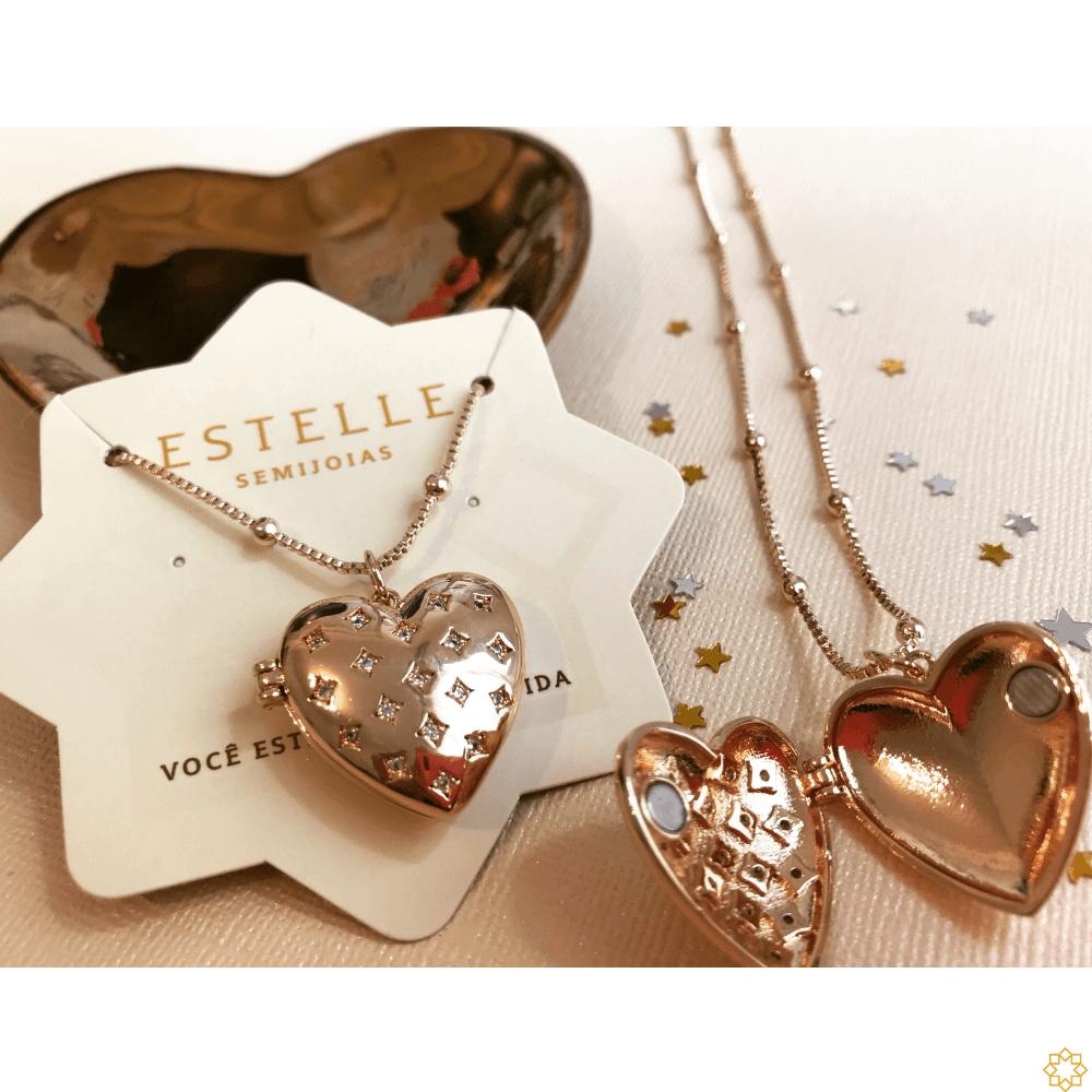 Relicário de coração com zirconias banhado em ouro 18k