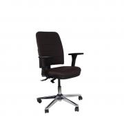 Cadeira executiva giratória Soft com braços reguláveis e base cromada