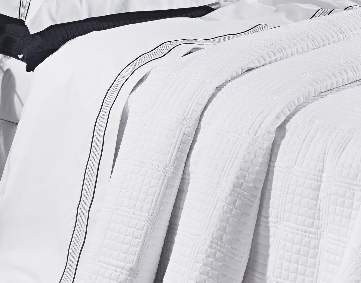 Kit Cobre Leito Bordado Trapuntado Super King Size 3 Peças Percal 200 Fios Santorini Branco