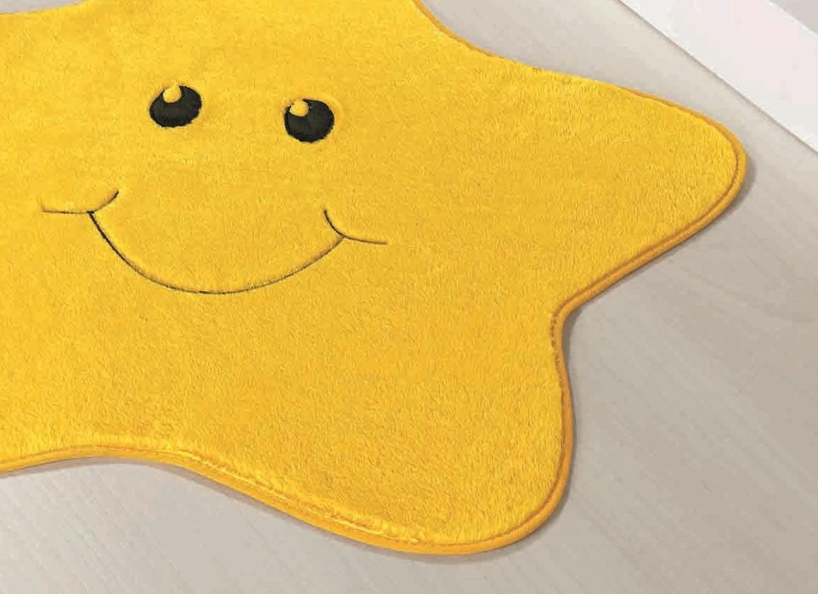 Tapete Infantil Formato Estrelinha Amarelo  78cm x 70cm Pelúcia