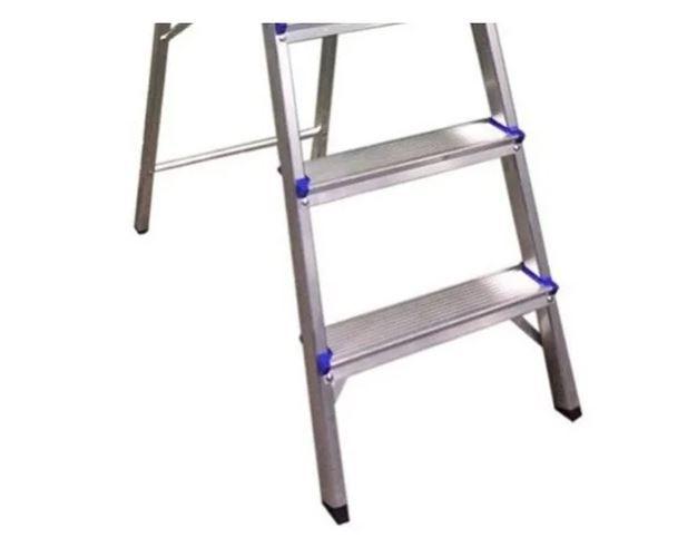 Escada Alumínio C/trava Segurança Suporta 120kg 6 Degraus