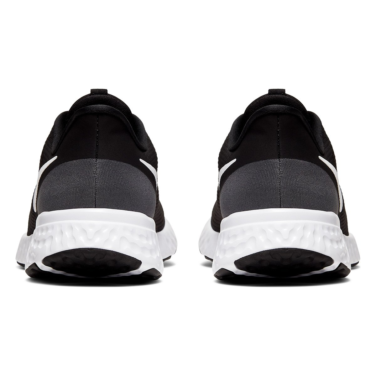 Tênis Nike Revolution 5 Preto e Branco - Masculino