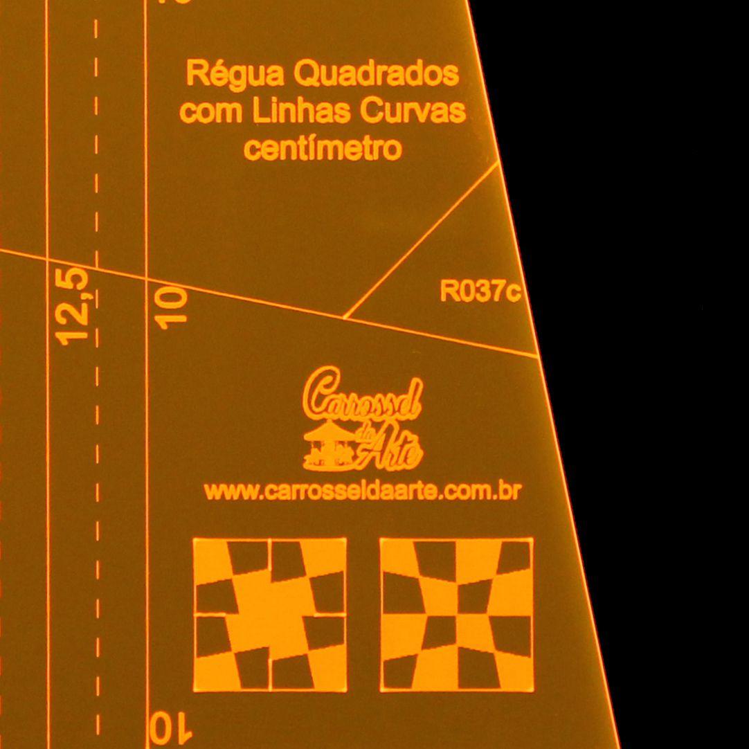 Régua Quadrados com Linhas Curvas em Centímetros