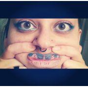 Tatuagem temporária de boca ?????