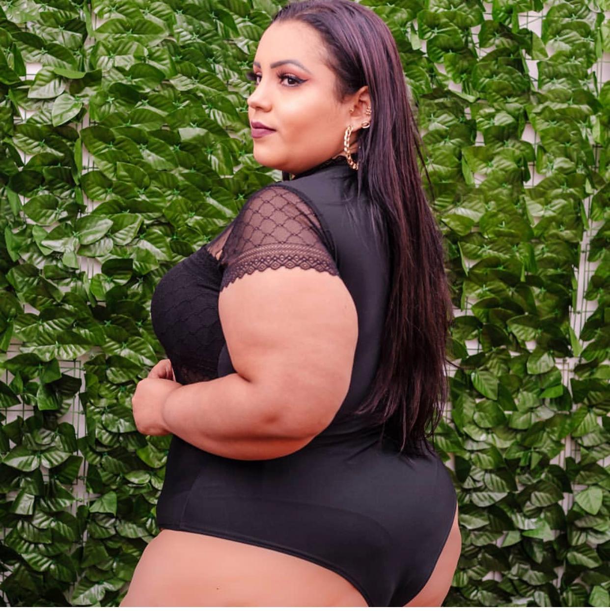 Body Plus Size Rendado com Tule e Poá