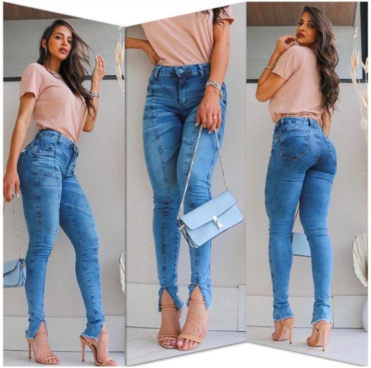 Calça Jeans Skinny Clara com Fenda Frontal