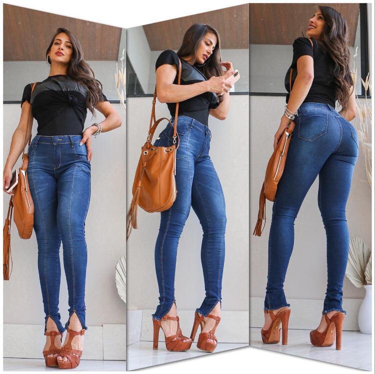 Calça Jeans Skinny Escura com Fenda Frontal