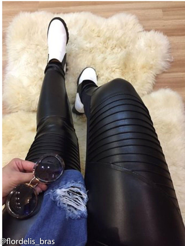 Calça Legging com Nervuras em Material Sintético