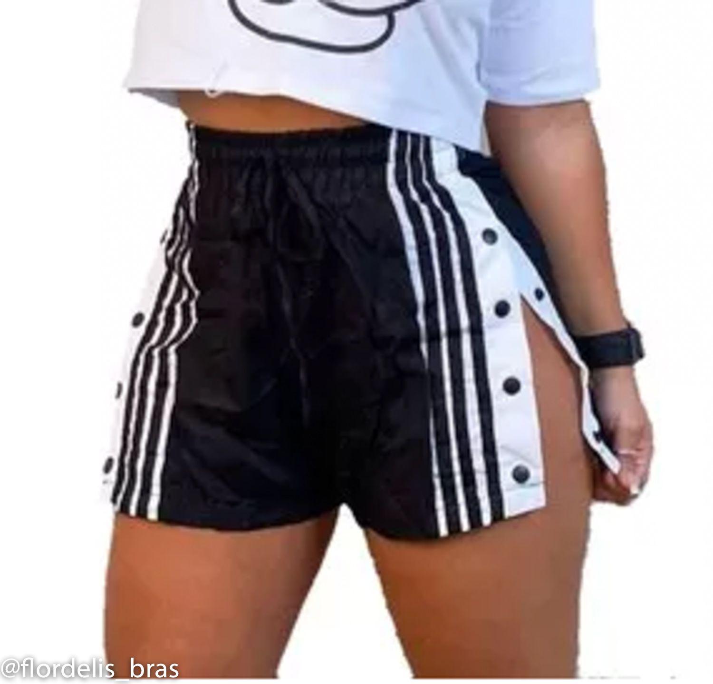 Shorts Feminino com Abertura Lateral e Botões