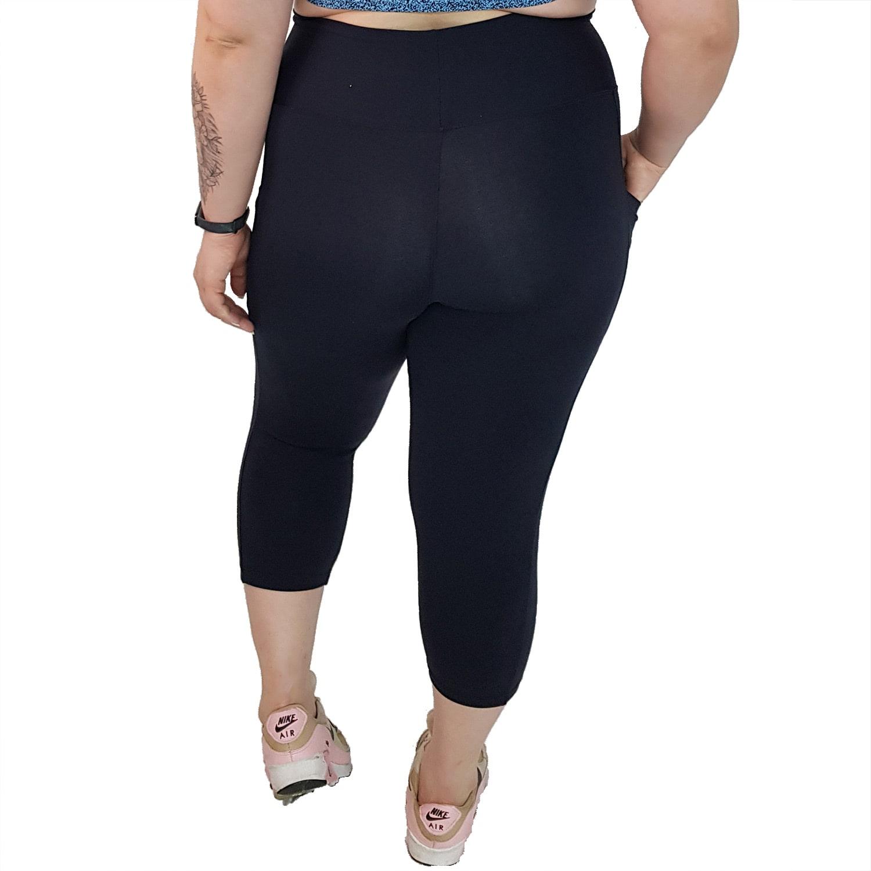Calça Corsário Plus Size com Cós Alto e Bolso Suplex Preto