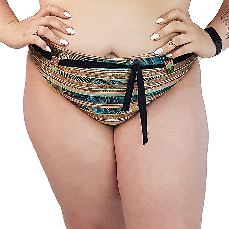 Calcinha de Biquíni Plus Size Cintura Alta com Detalhe de Cinto Indígena Dourada
