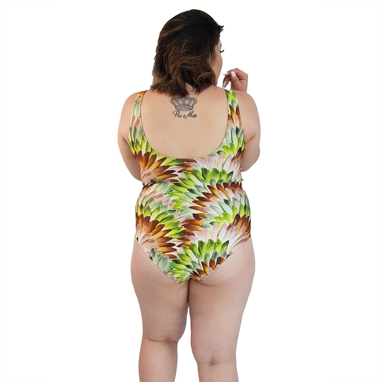 Maiô Body Plus Size com Alças Largas e Recorte no Busto Penas