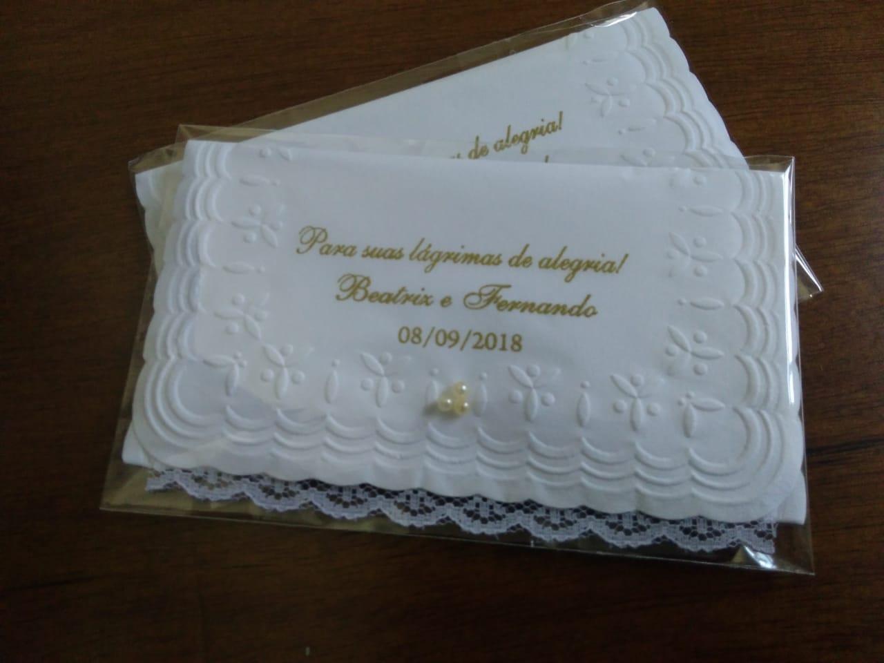 Lenço papel para lágrimas de alegria PERSONALIZADO - renda e pérola 50 unidades  - Persona Guardanapos & Cia