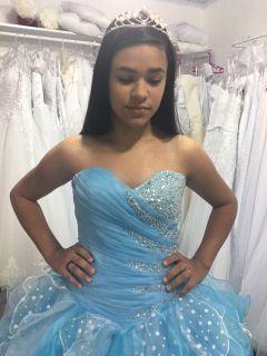 Vestido Debutante Azul com Branco