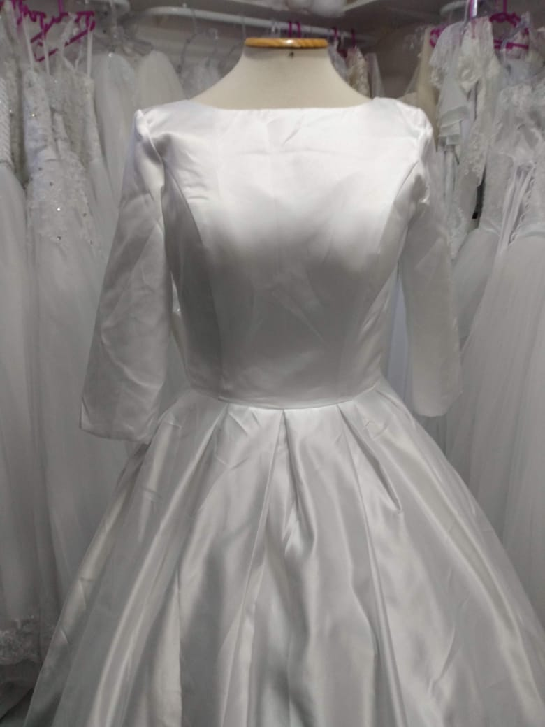 Vestido de Noiva Cetim Manga e Costas
