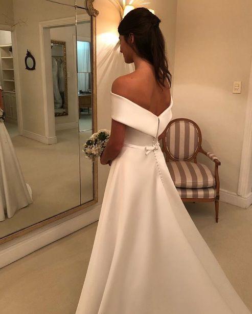Vestido de Noiva Cetim Ombro a Ombro