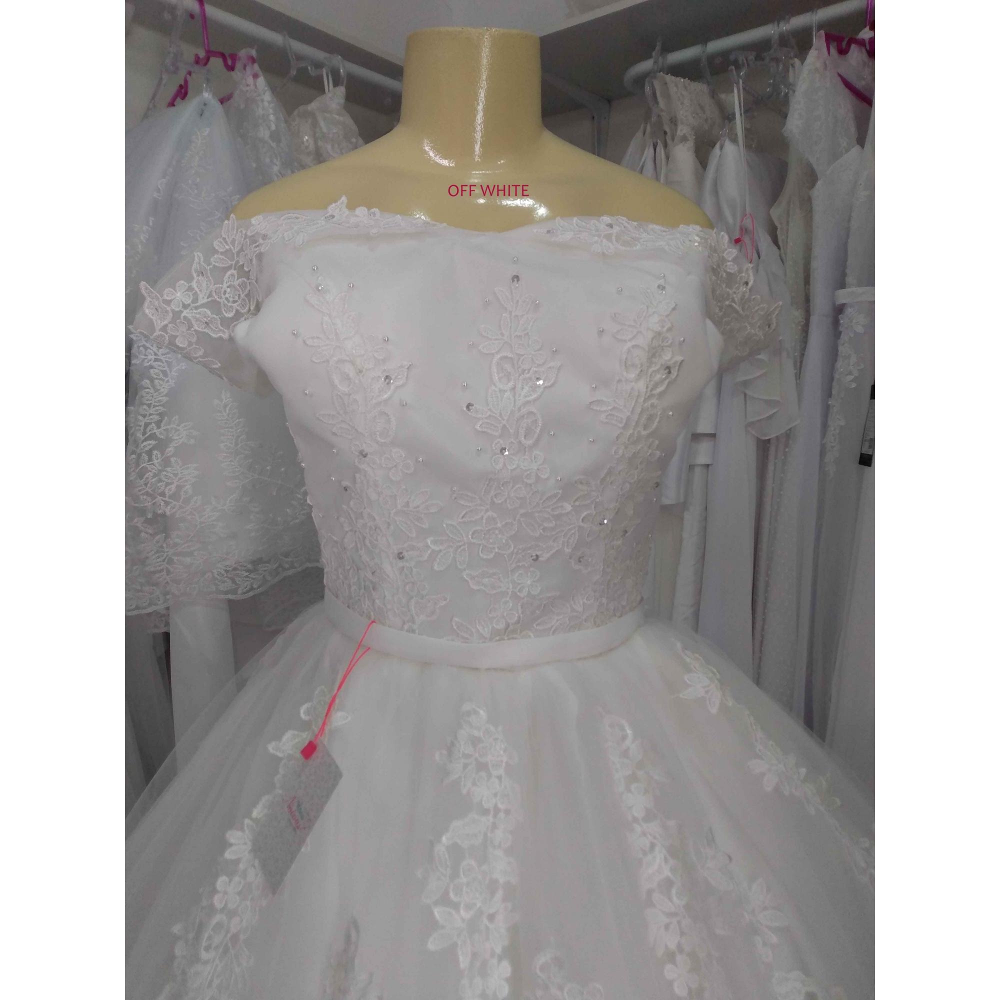 Vestido Luiza Ombro a Ombro Cauda Detalhada em Off White