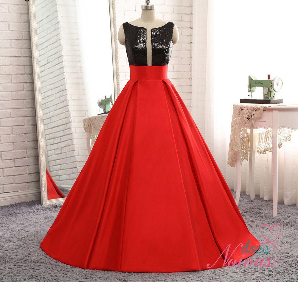 Vestido Vermelho com Preto Decote