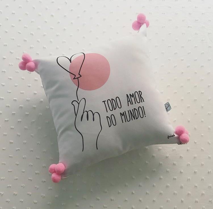 Almofada Pequena POM POM - Todo o Amor do Mundo