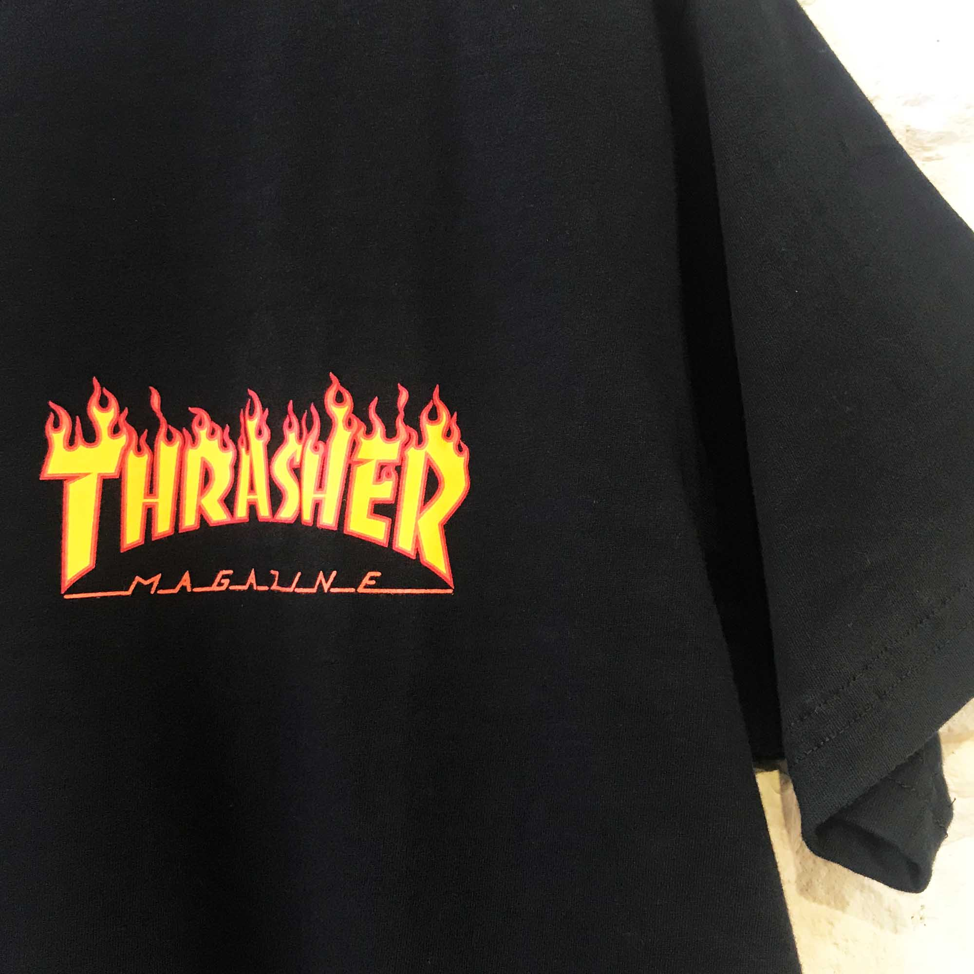 CAMISETA THRASHER LOGO LATERAL