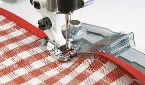 Calcador para colocar viés em máquinas de costura domésticas