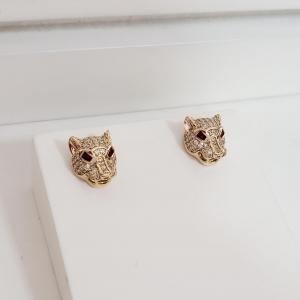 Brinco Botão Cabeça Leopardo com Zircônia e Olho Cristal Vermelho no Banho Ouro 18k Semijoia