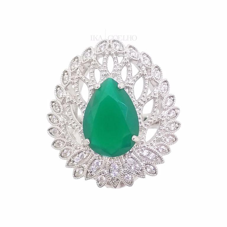 Anel Festa Gota Cristal Verde Esmeralda e Zircônia no Banho de Ródio Branco Semijoia