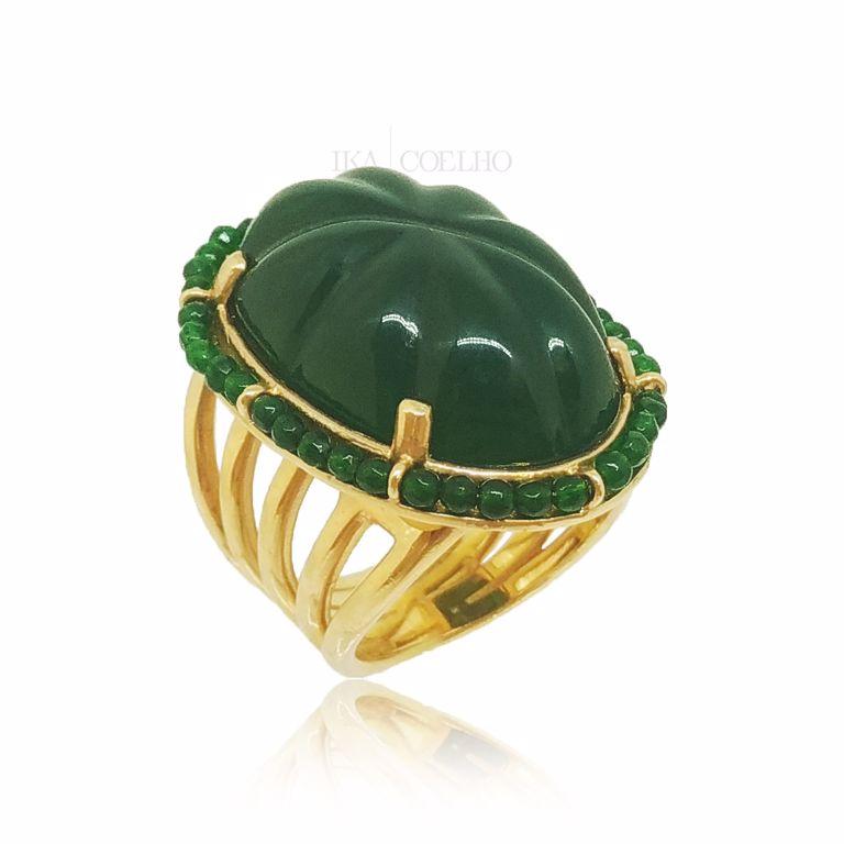 Anel Oval Baquelite Verde Bordado Jade Verde Banho de Ouro 18k Semijoia