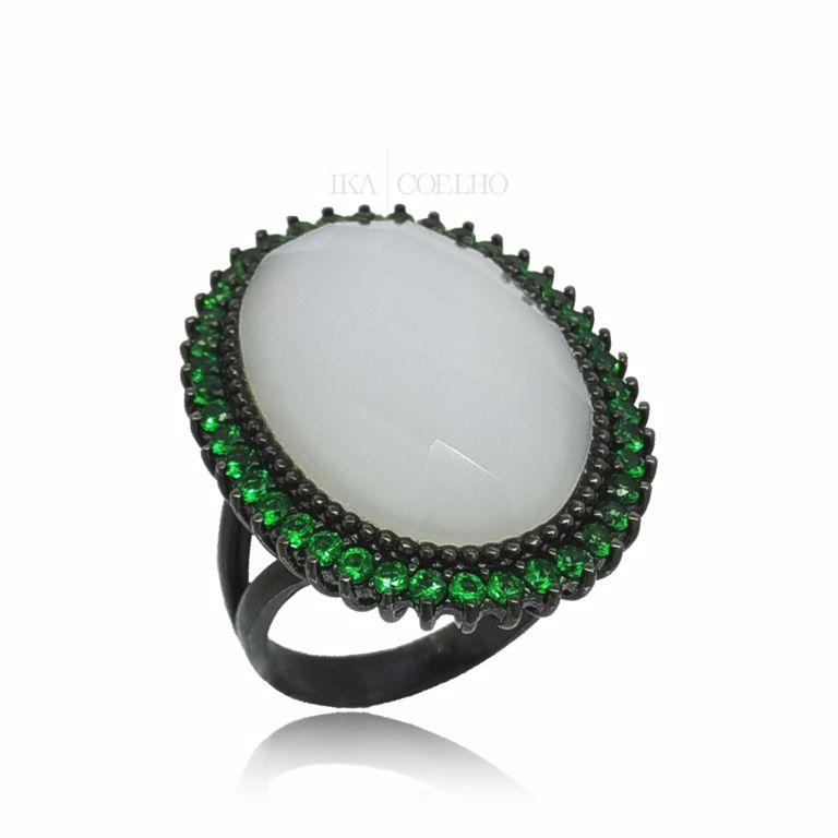 Anel Oval Cristal Dolomita com Zircônia Verde no Banho de Ródio Negro Semijoia