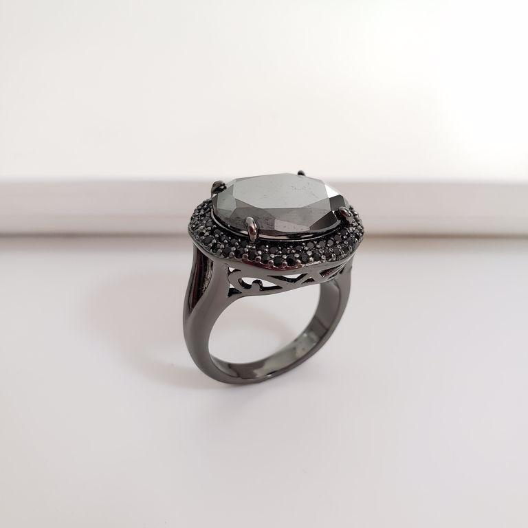 Anel Oval Cristal Preto com Borda Zircônia no Banho Rodio Negro Semijoia