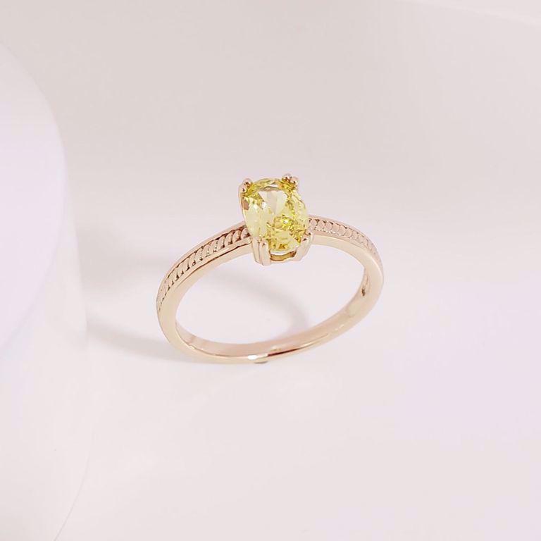 Anel Solitário Detalhe Trança no Aro e Oval Cristal Amarelo no Banho Ouro 18k Semijoia