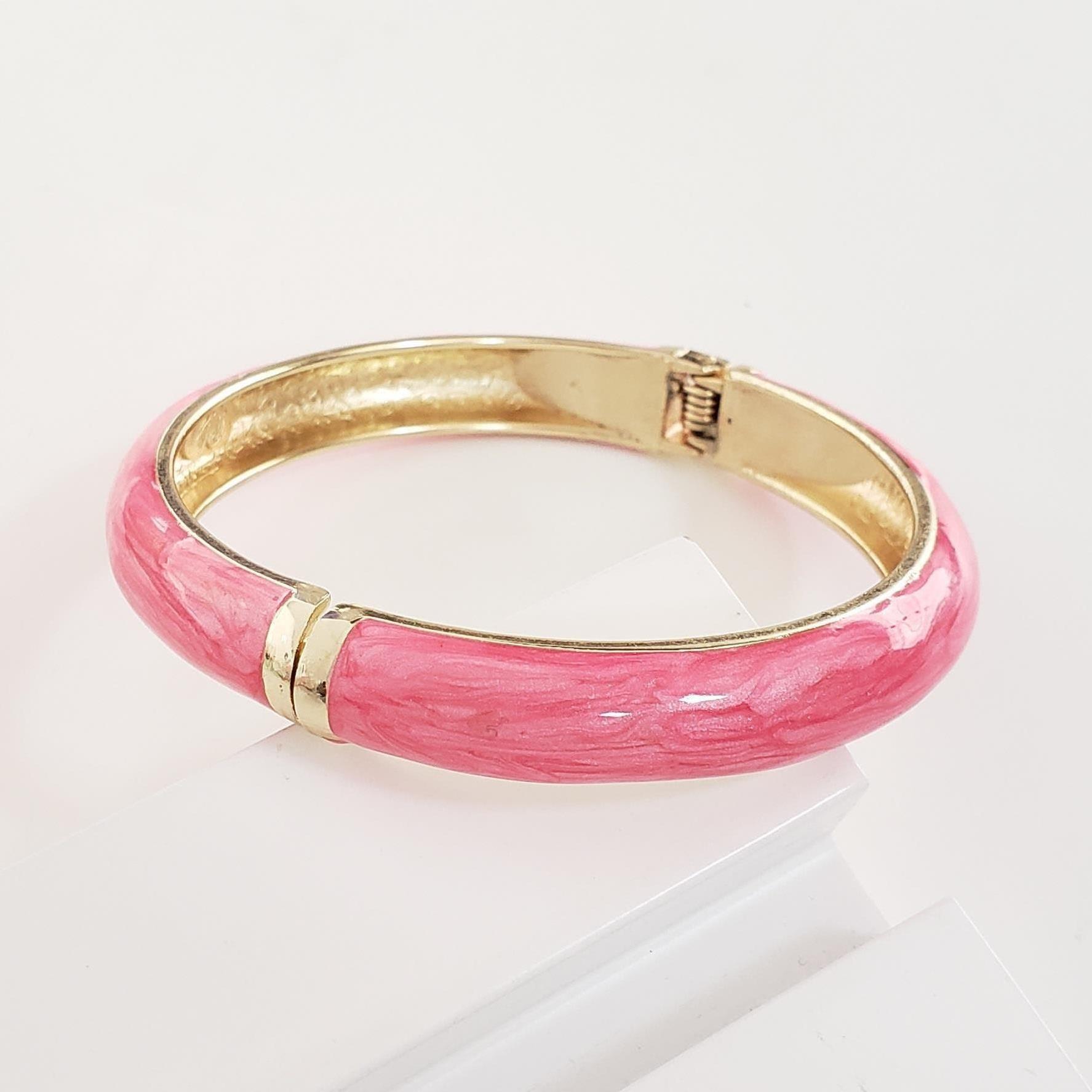Bracelete Abaulado Esmaltado Rosa no Banho Ouro 18k Semijoia