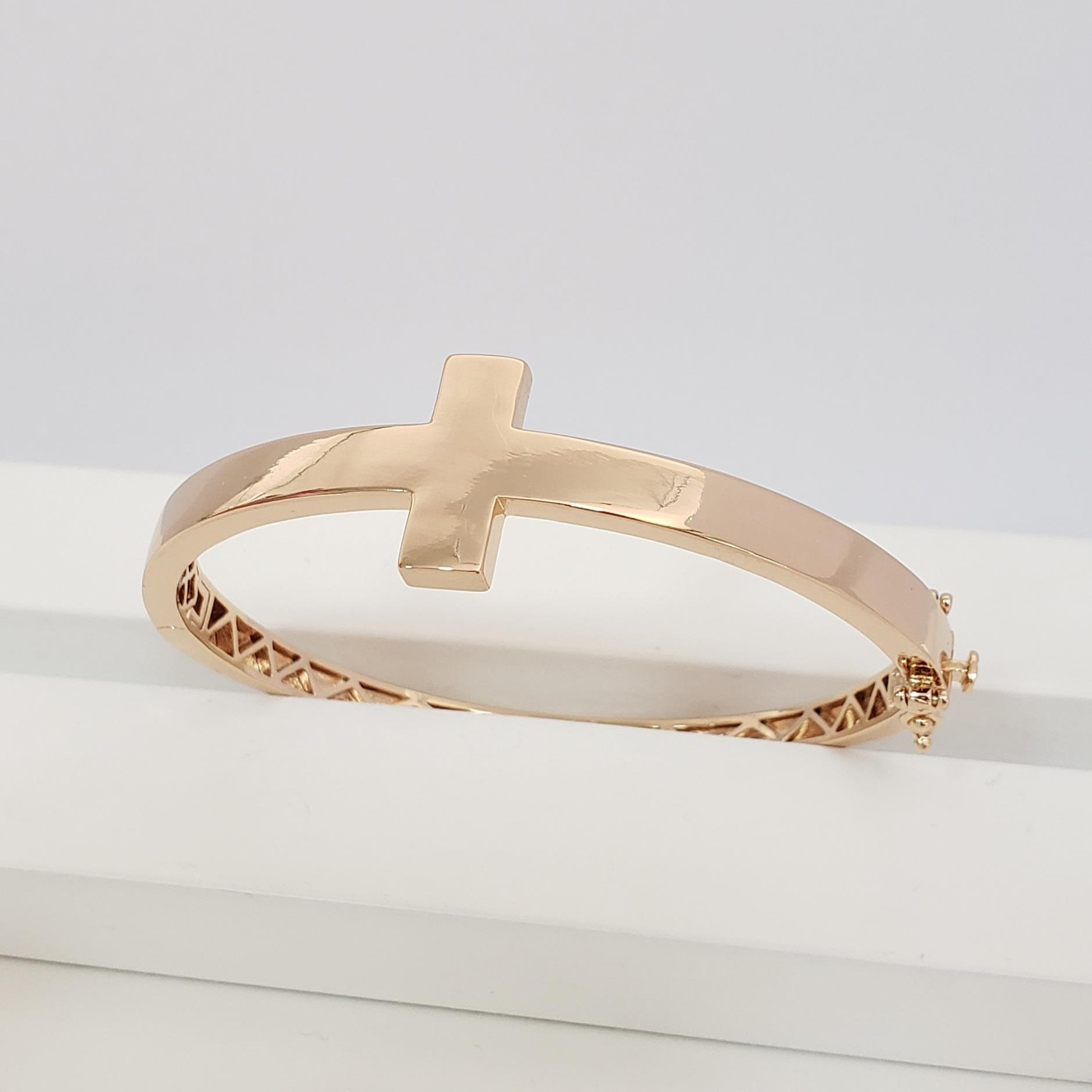 Bracelete Largo com Cruz Centro no Banho Ouro 18k Semijoia