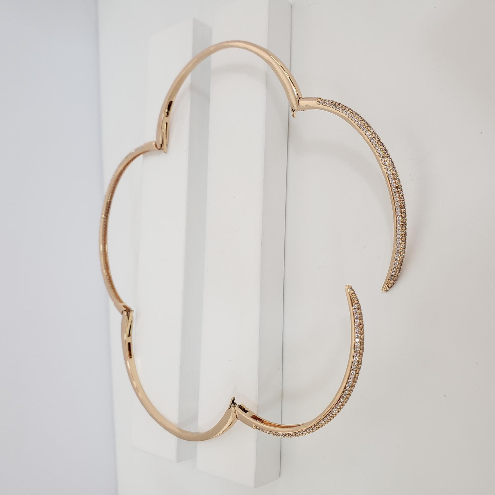 Bracelete Maleável Abaulado com Zircônia no Banho Ouro 18k Semijoia