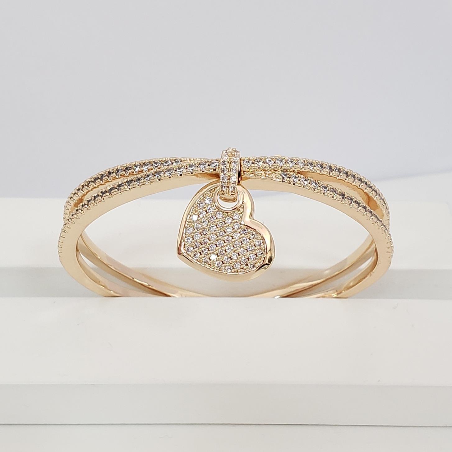 Bracelete Transpassado Zircônia com Coração no Banho Ouro 18k Semijoia
