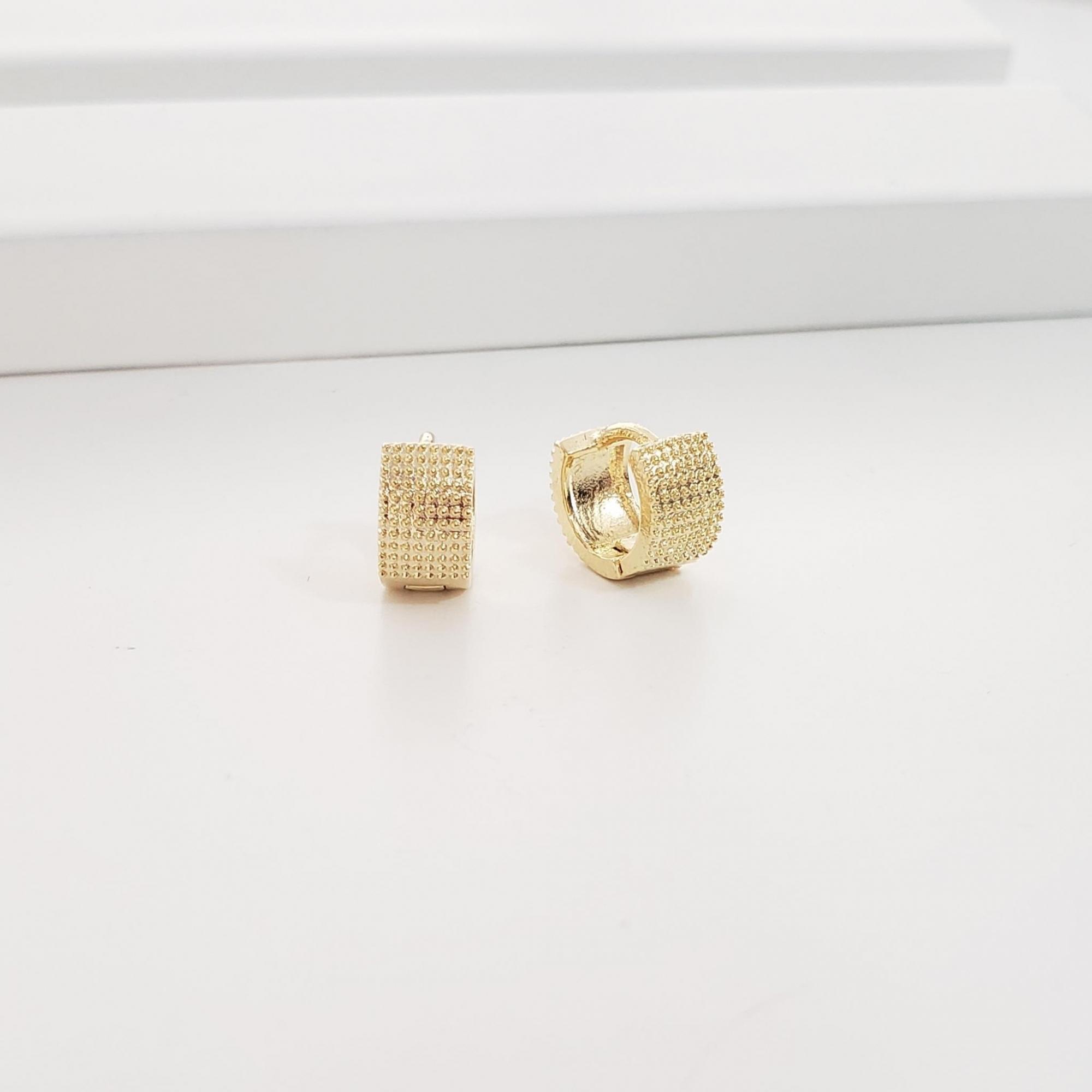 Brinco Argola 0,9cm Reta Pipoquinha no Banho Ouro 18k Semijoia