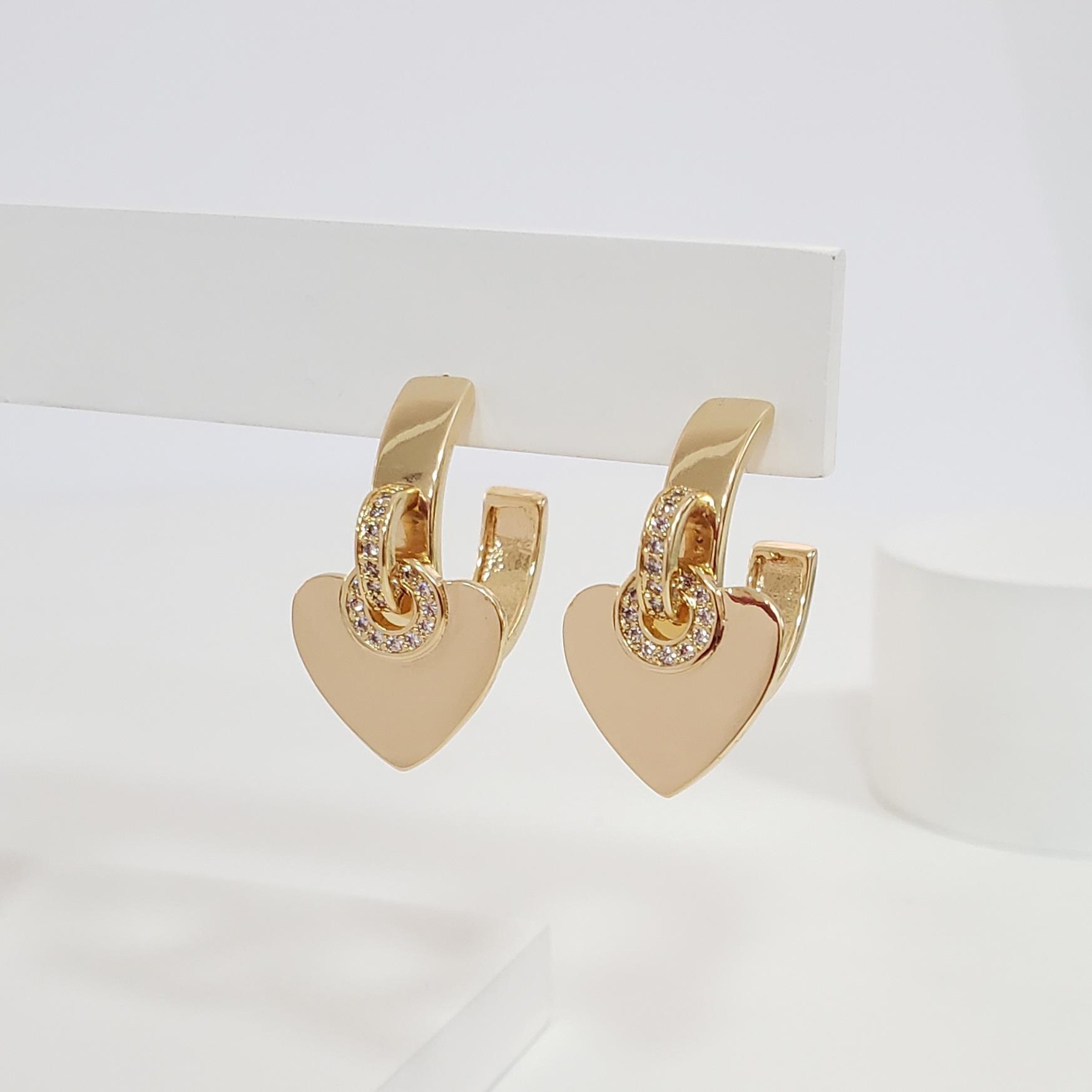 Brinco Argola 2,1cm Reta com Coração Centro Zircônia Ouro 18k Semijoia
