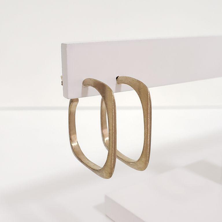 Brinco Argola 2,7cm Aberta Retangular Escovada Banho Ouro 18k Semijoia