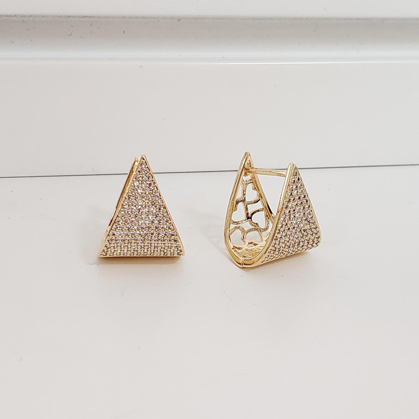 Brinco Argola 2cm Triangular Zircônia no Banho Ouro 18k Semijoia