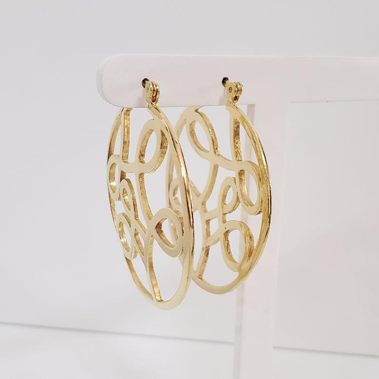 Brinco Argola 4,7cm Vazada com Detalhes Arabescos Banho Ouro 18k Semijoia