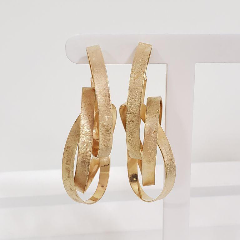Brinco Argola 5,5cm Escovada Entrelaçada Banho Ouro 18k Semijoia
