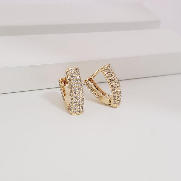 Brinco Argola Triangular 1,5cm com Zircônia Frente e Laterais Banho Ouro 18k Semijoia