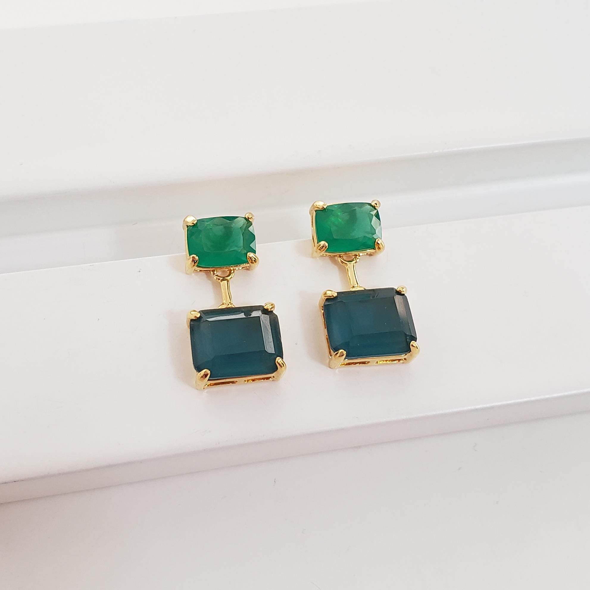 Brinco Base Antique 6x8 Verde com Retangulo 8x10 Cristal Azul no Banho Ouro 18k Semijoia