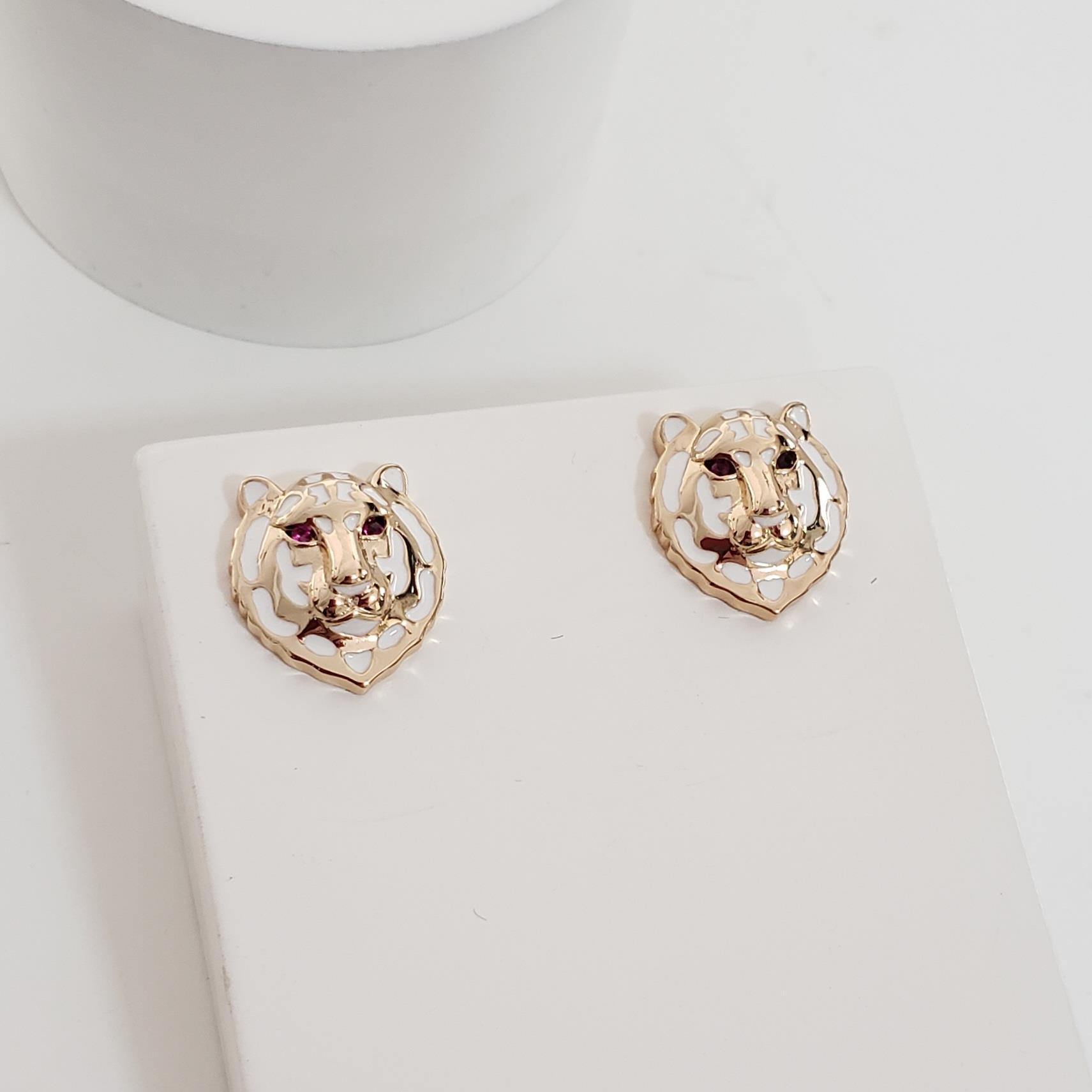 Brinco Botão Cabeça Leopardo Esmaltada Branca no Banho Ouro 18k Semijoia