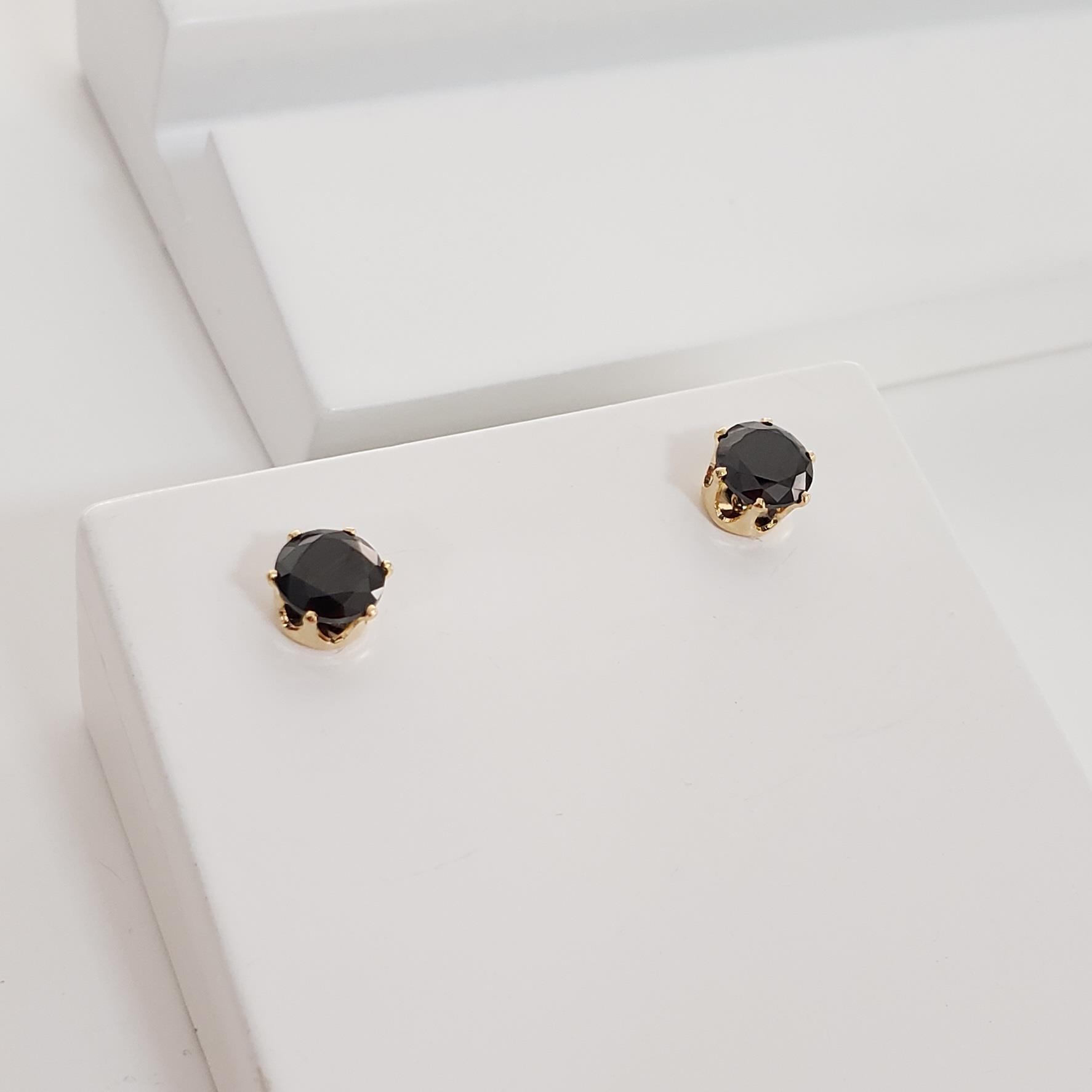 Brinco Botão Ponto Zircônia Negra no Banho Ouro 18k Semijoia