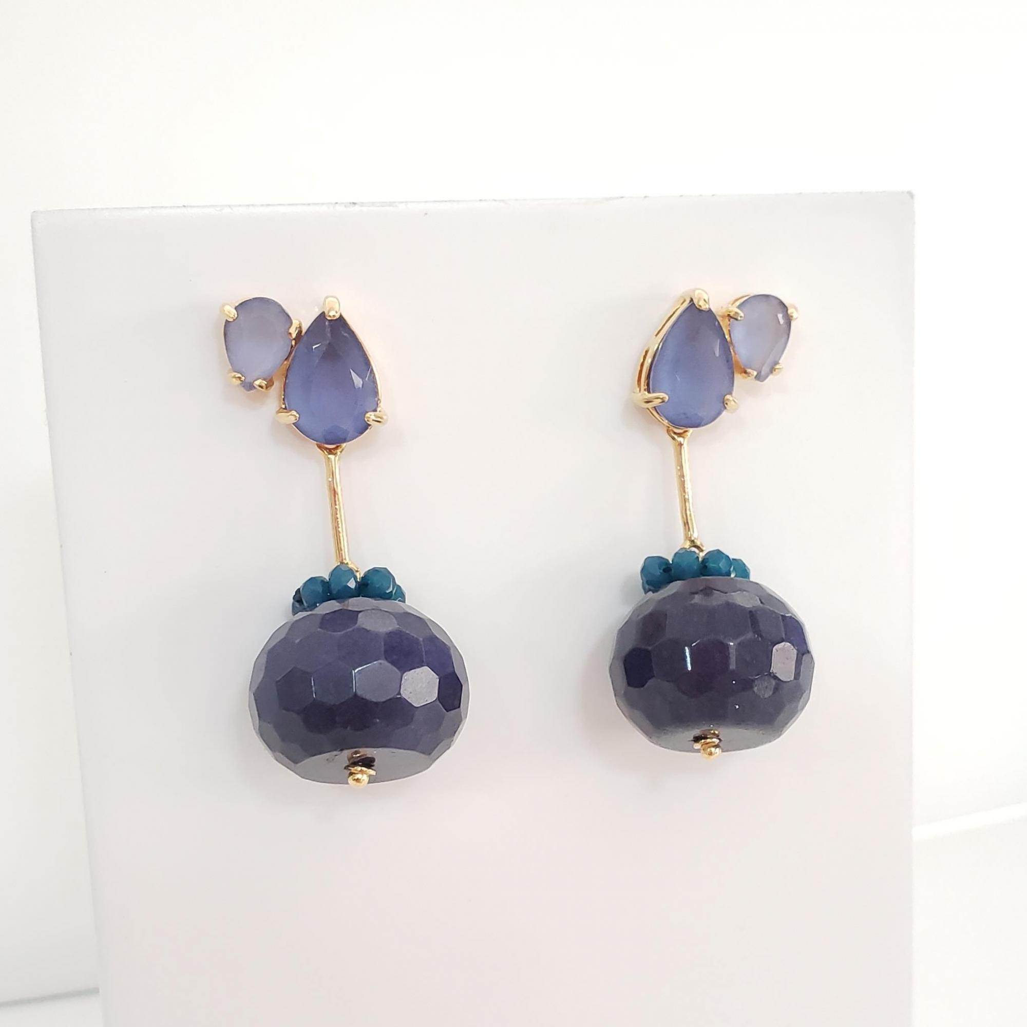 Brinco Duo Gotas Cristal Tanzanita, Coroinha Cristal Safira e Rondel Jade Safira no Banho Ouro 18k Semi Joia