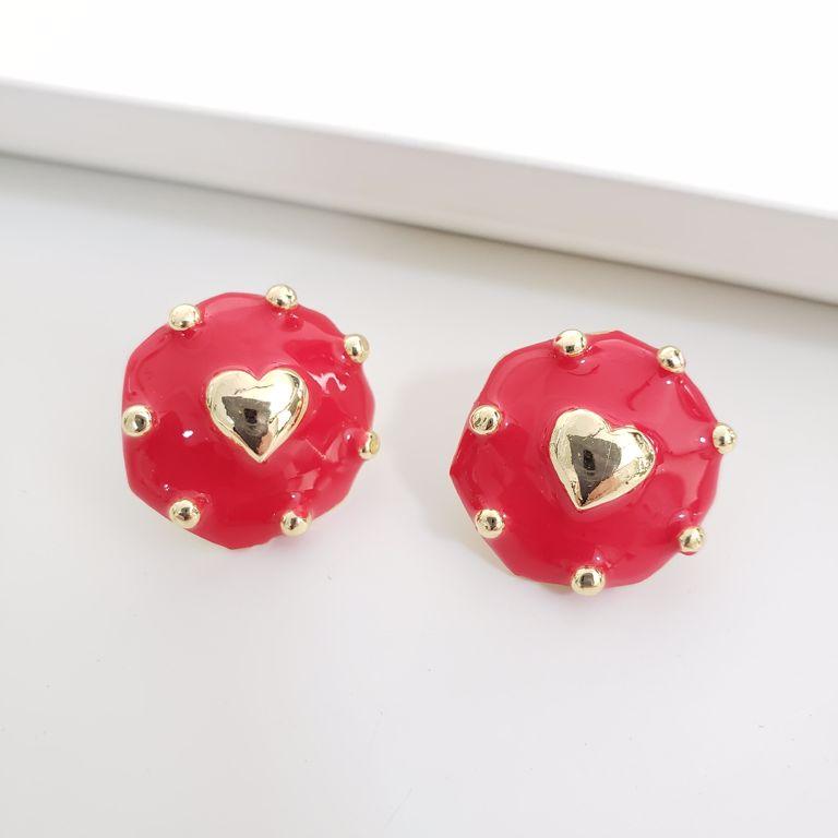 Brinco Esmaltado Vermelho com Pontos e Coração Liso Banho Ouro 18k Semijoia