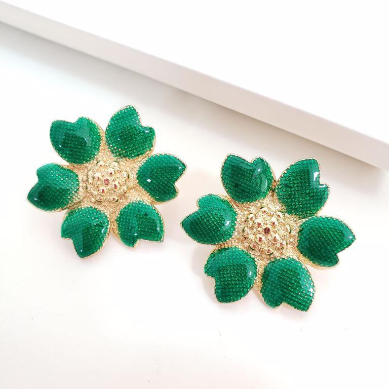Brinco Flor Esmaltado Verde com Miolo Liso Pipoquinha Banho Ouro 18k Semijoia
