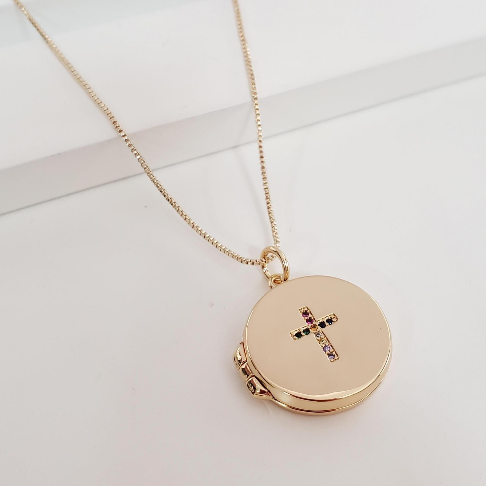 Colar Veneziana com Relicário com Cruz Zircônia Colorida e São Bento dentro Banho Ouro 18k Semijoia