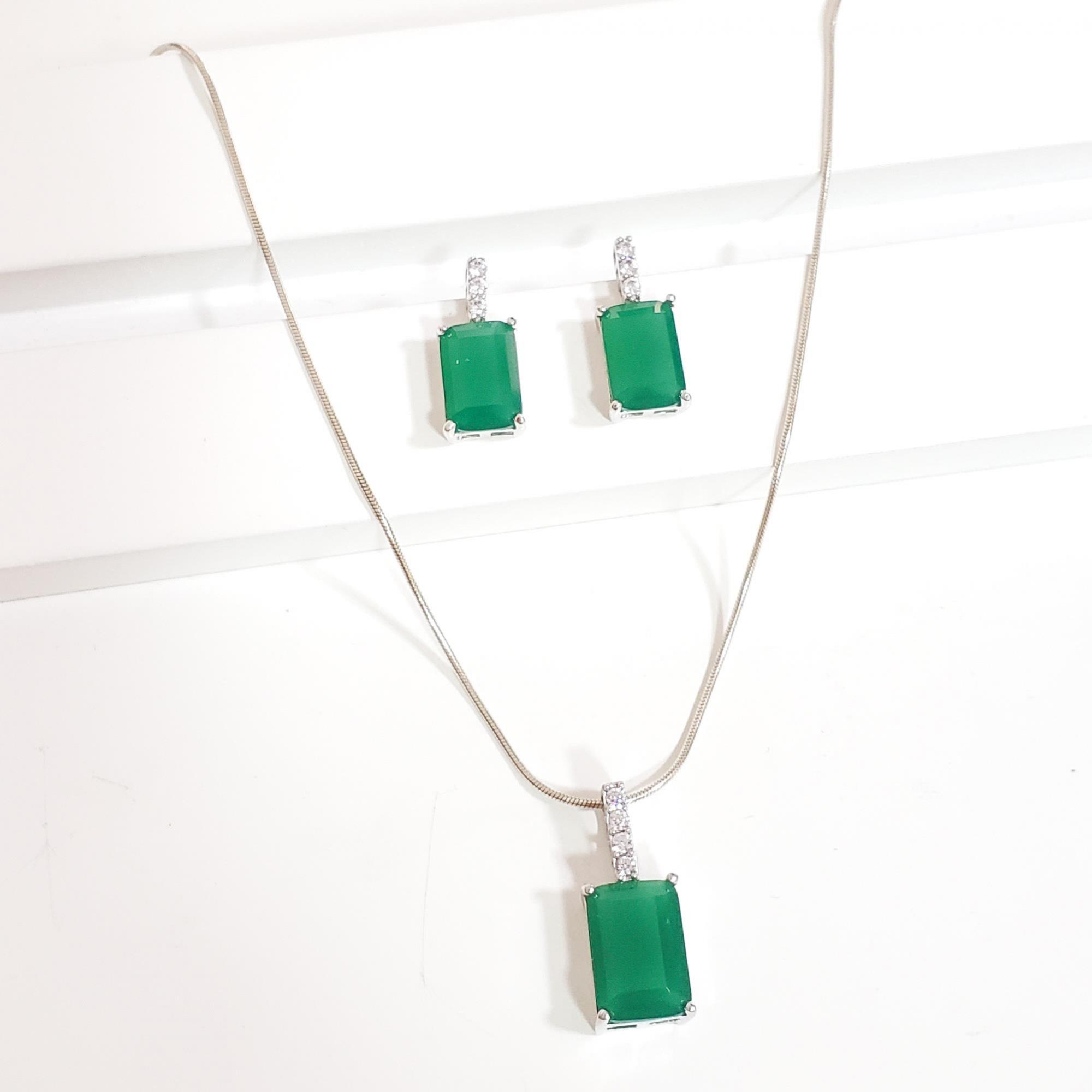Conjunto Colar e Brinco Cristal Verde com Zircônia Prata 925